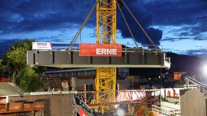 ERNE versetzt in 38 h eine 250 Tonnen SBB-Brücke in Bad Zurzach