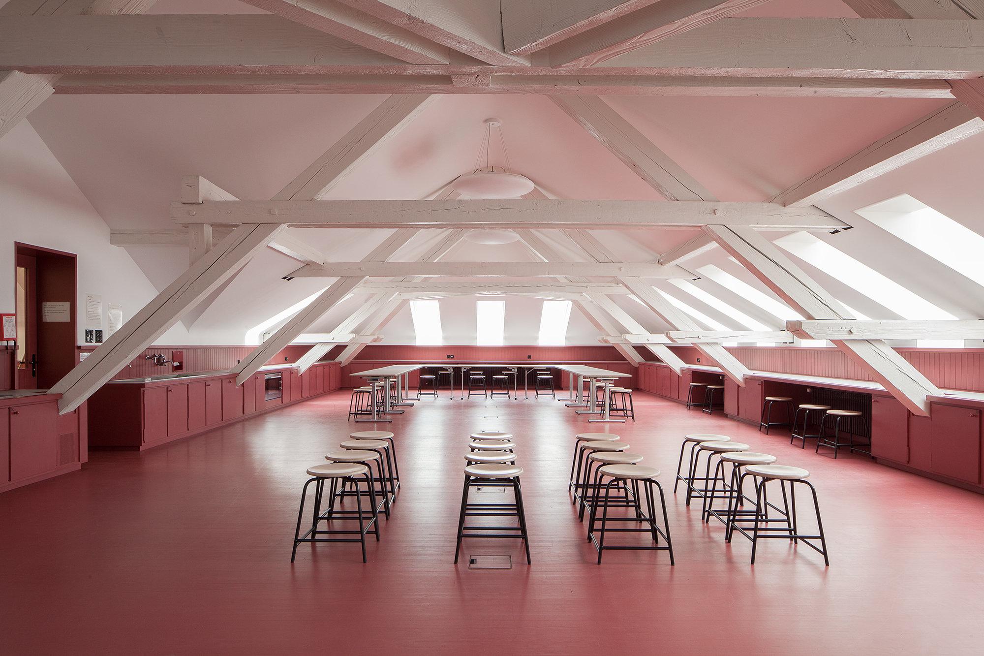 Dachausbau und Umbau der Schule St. Johann in Basel