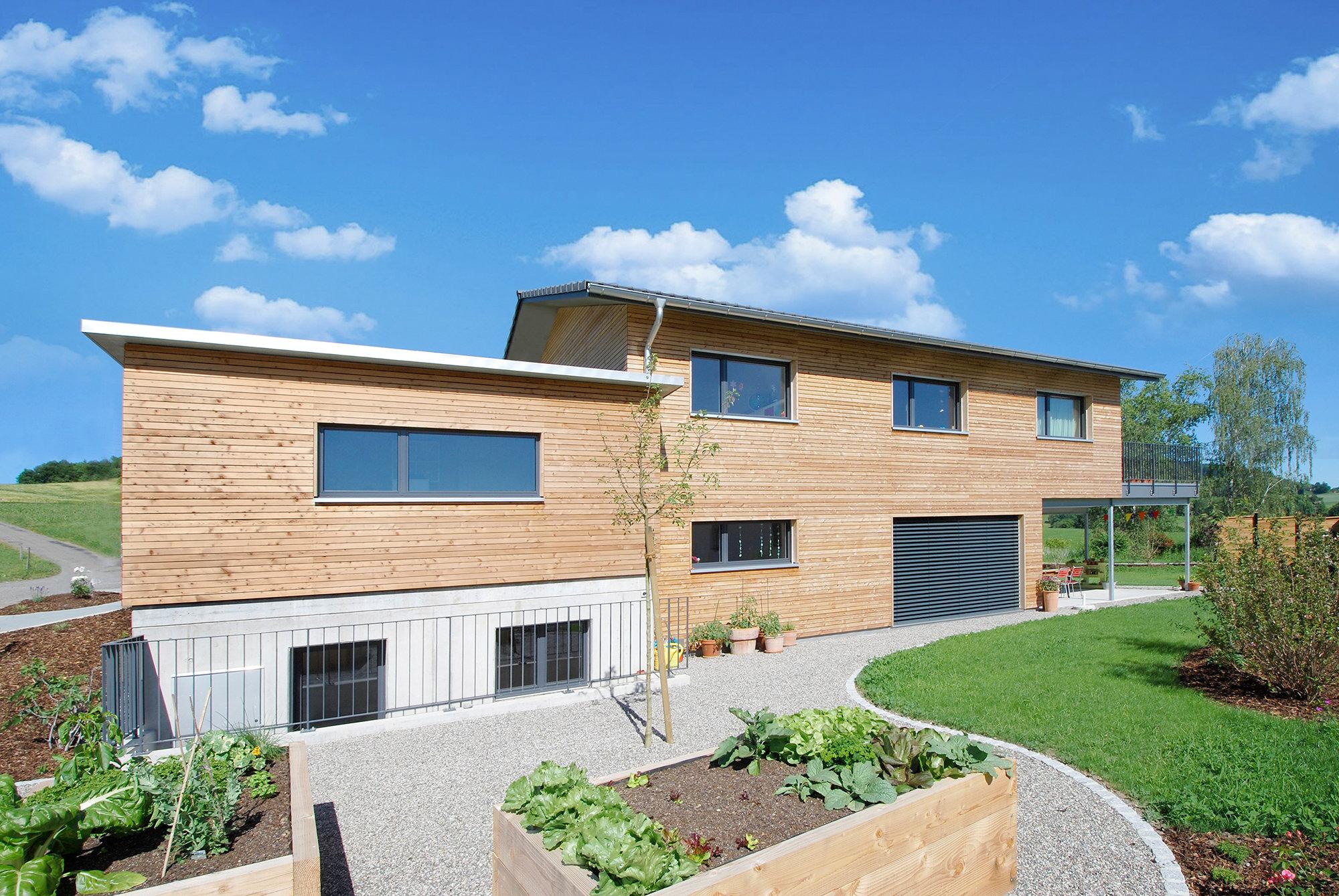 Einfamilienhaus in Holzelementbauweise mit Lärchenfassade
